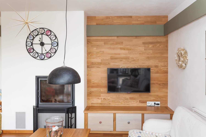 Dřevěná podlaha jako obklad stěny