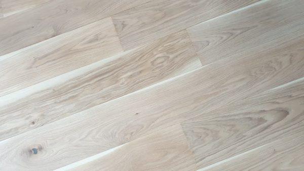 Dřevěná podlaha Dub světlý rustik