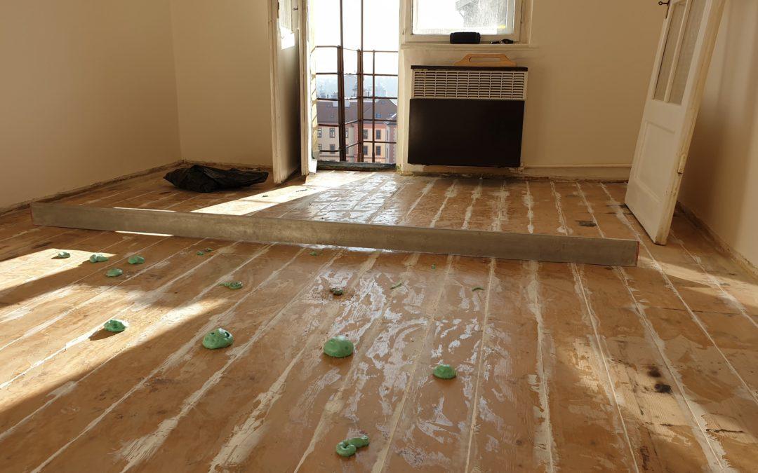 Odstranění vrzání dřevěné podlahy