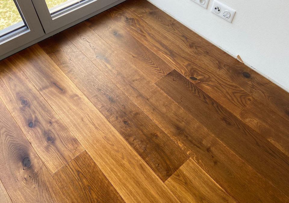 Dřevěná podlaha Dub hnědý kouřový – Novinka